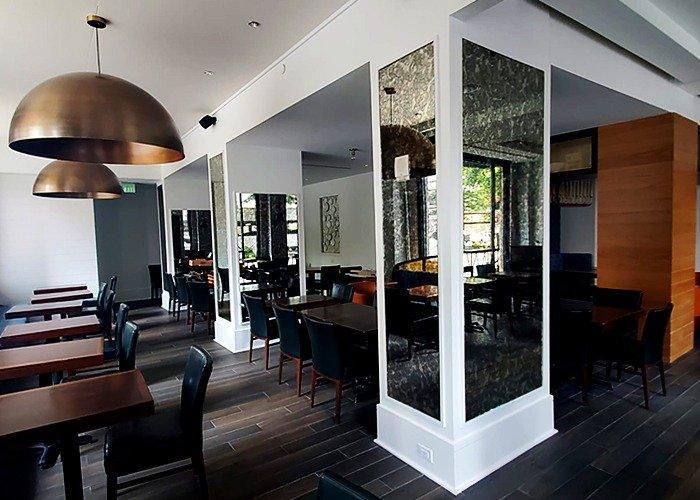 Glenn Hotel Antique Mirror Pillars in Restraunt